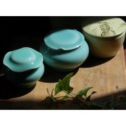 青瓷手工荷葉罐