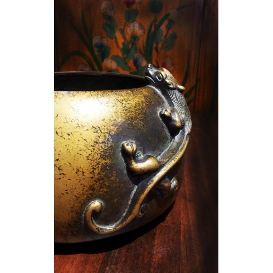 藏金色螭龍筆洗爐